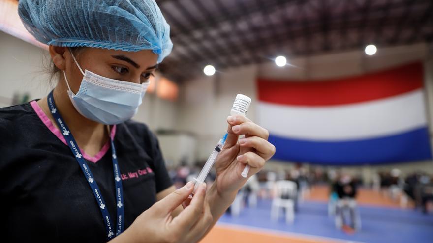 Paraguay planea aplicar una tercera vacuna a adultos y la primera dosis a menores