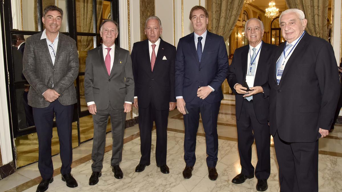 Diego Santilli, rodeado de los empresarios León Zakalik, Gustavo Weiss, Daniel Funes de Rioja, Alejandro Bulgheroni y Adelmo Gabbi.