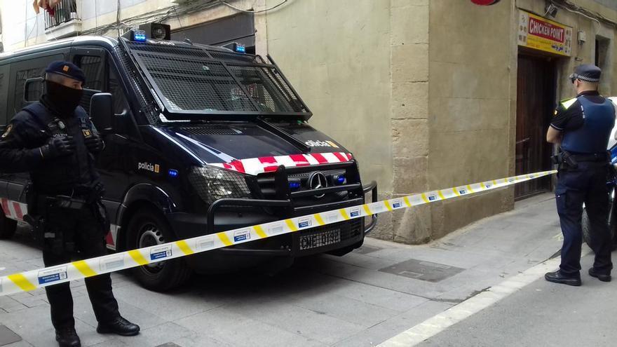 Macrooperativo de los Mossos en el Raval de Barcelona