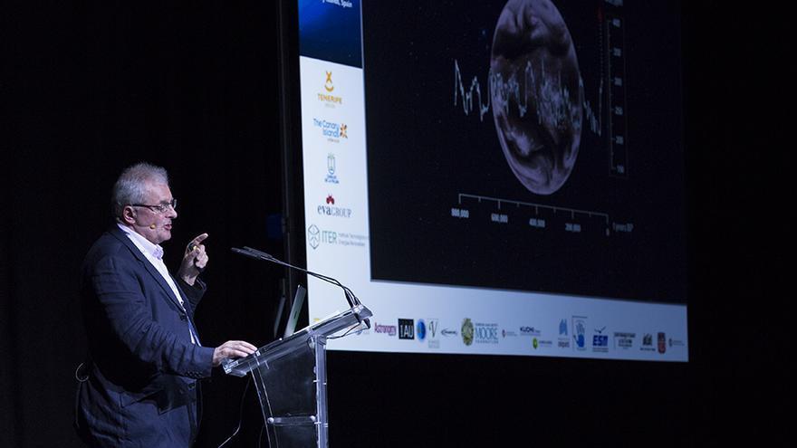 El doctor Chris Rapley en un momento de su conferencia en el Starmus 2016