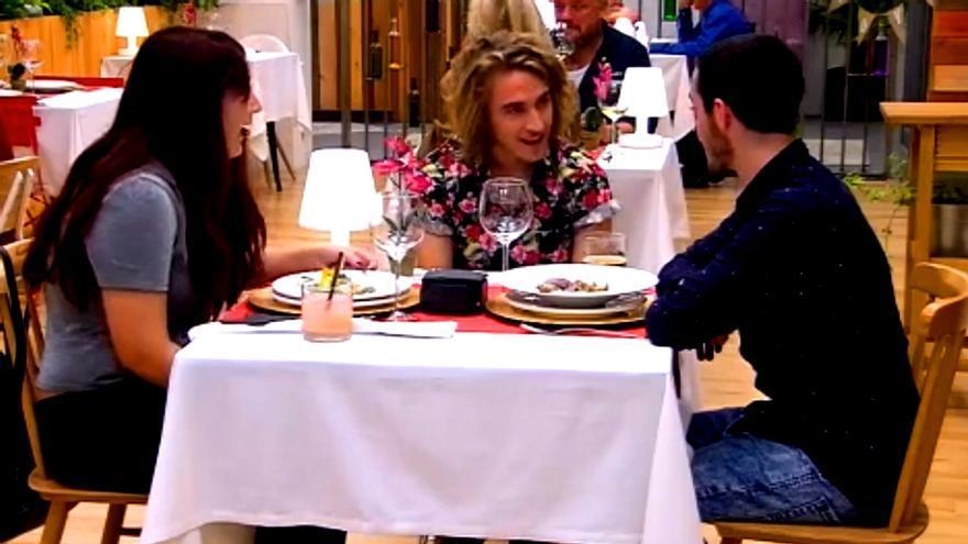 Manel Navarro, en su visita al restaurante de ''First Dates'