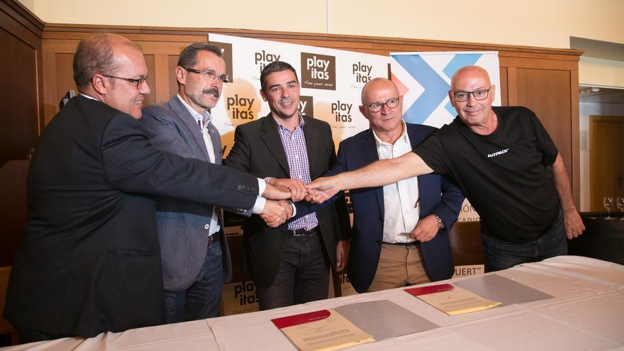 Firma del convenio en la isla de Fuerteventura, con la entidad que agrupa a los empresarios del turismo