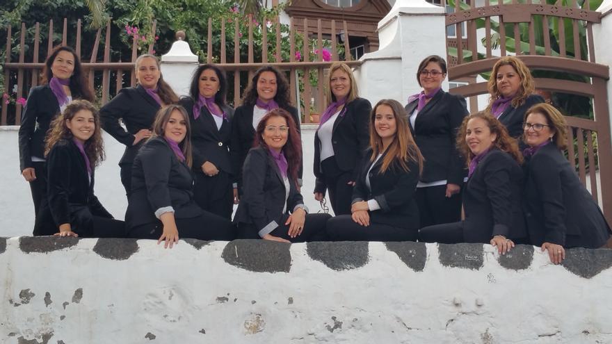 Las componentes de Son de Mujer en el barrio de San Sebastián. Foto: LUZ RODRÍGUEZ.