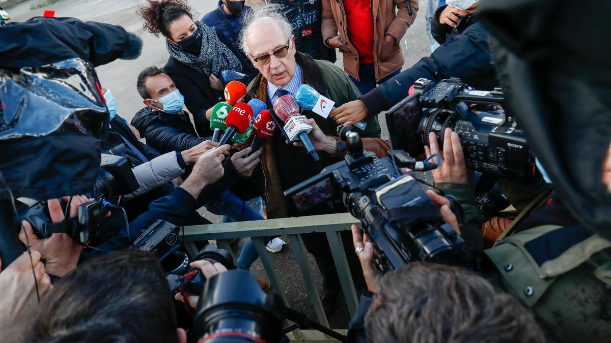 Rato responde a los medios a su salida del centro penitenciario de Soto del Real en octubre de 2020