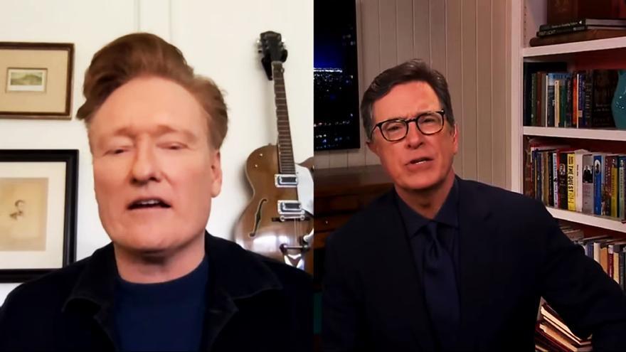 Conan O'Brien y Stephen Colbert