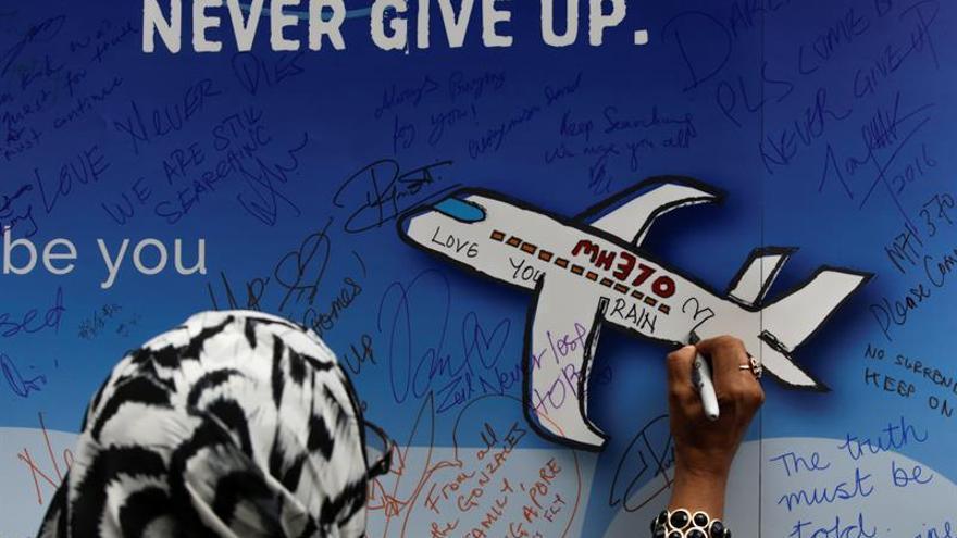 Malasia creyó que el piloto de MH370 se suicidó, dice exdirigente australiano