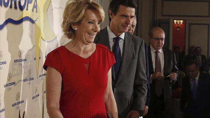 """Aguirre dice sobre Botella que """"ha sido esa gran mujer detrás de un gran hombre"""""""