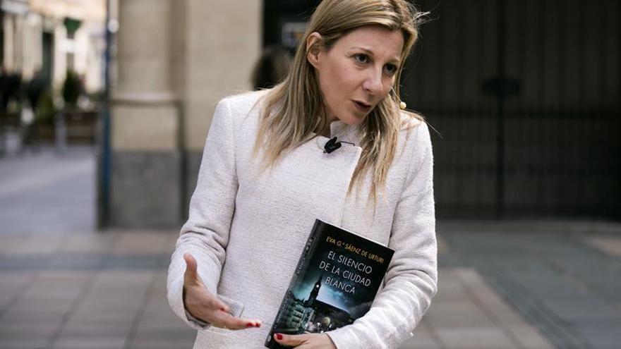Eva García Sáenz de Urturi fía el éxito de la segunda parte de su trilogía al boca a boca