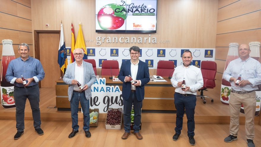 Gran Canaria lanza una marca de zumos hechos con excedentes de frutas locales acumuladas durante la crisis sanitaria