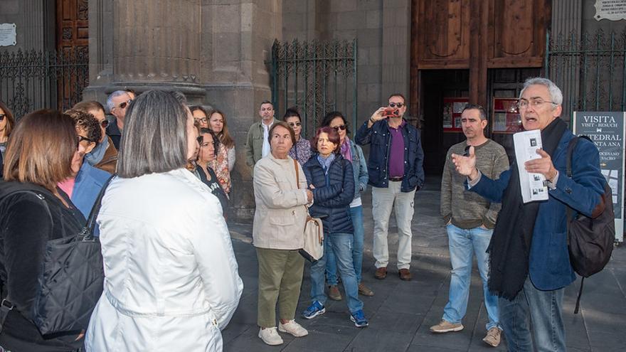 Una treintena de personas visita Vegueta y Triana siguiendo los pasos de Galdós.