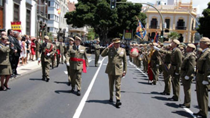 Desfile militar en Santa Cruz, este lunes.