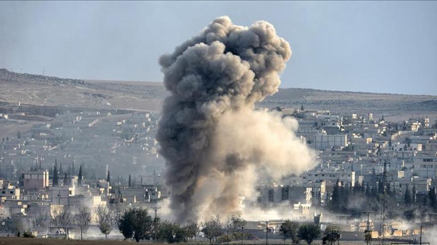 La coalición internacional lanza 10 bombardeos contra el EI en Siria y 7 en Irak