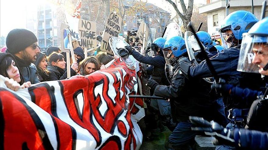 Paros en los transportes y manifestaciones en la huelga general en Italia