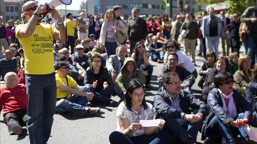 Cientos de personas protestan en Galicia contra la privatización de la justicia