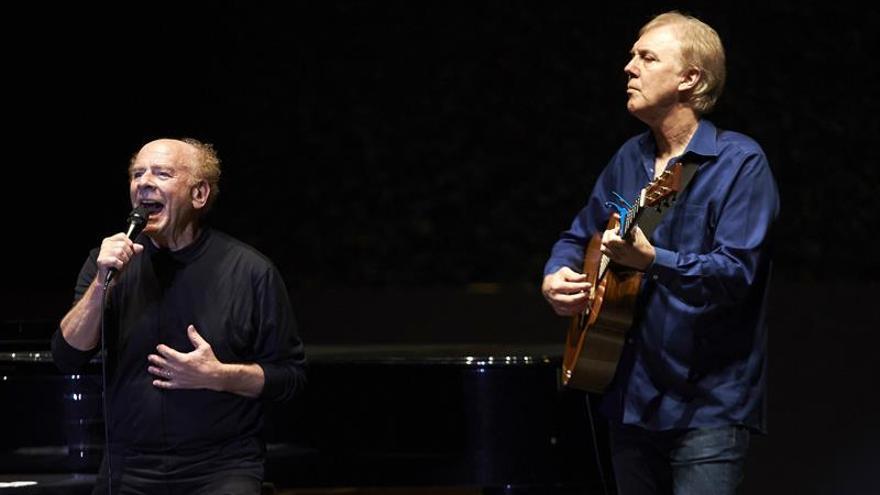 Art Garfunkel ofrece un concierto íntimo y vulnerable en Pedralbes