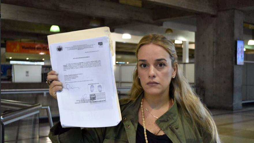 Lilian Tintori en el aeropuerto