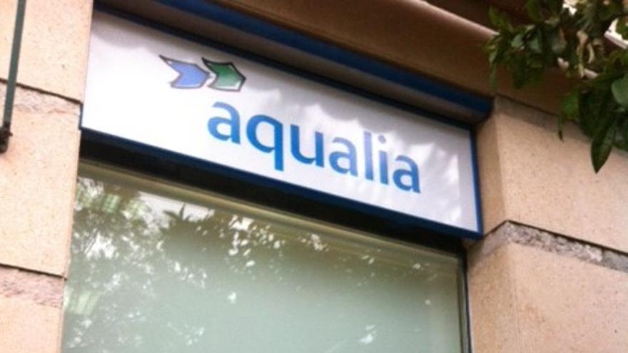 Los vecinos están indignados con la gestión de Aqualia.