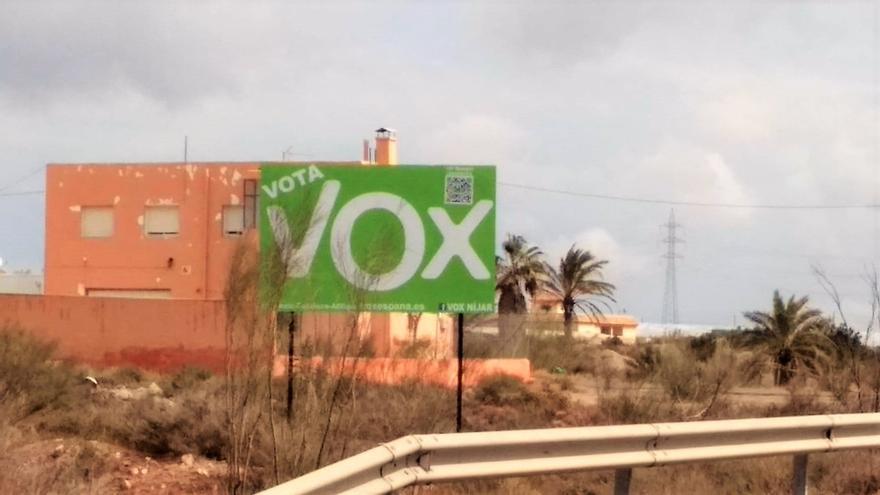 Unidas Podemos denuncia ante la Junta Electoral varias vallas en las que Vox pide el voto en Níjar