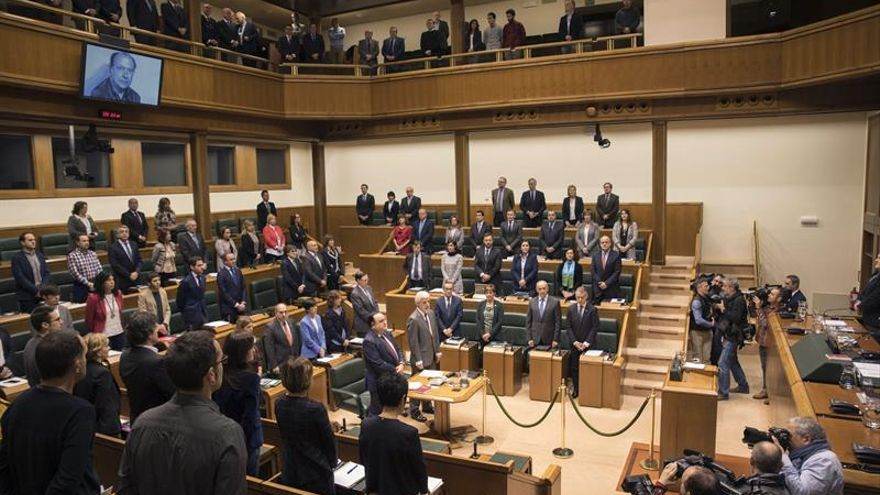 El Parlamento Vasco recuerda a Santiago Brouard, asesinado por los GAL