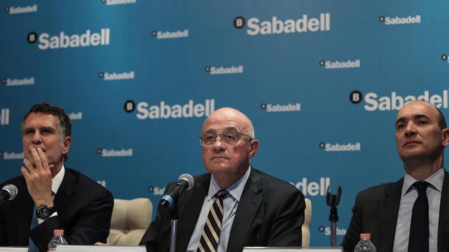 La udef cree que sabadell liberbank y bmn pagaron a for Bmn clausula suelo 2016