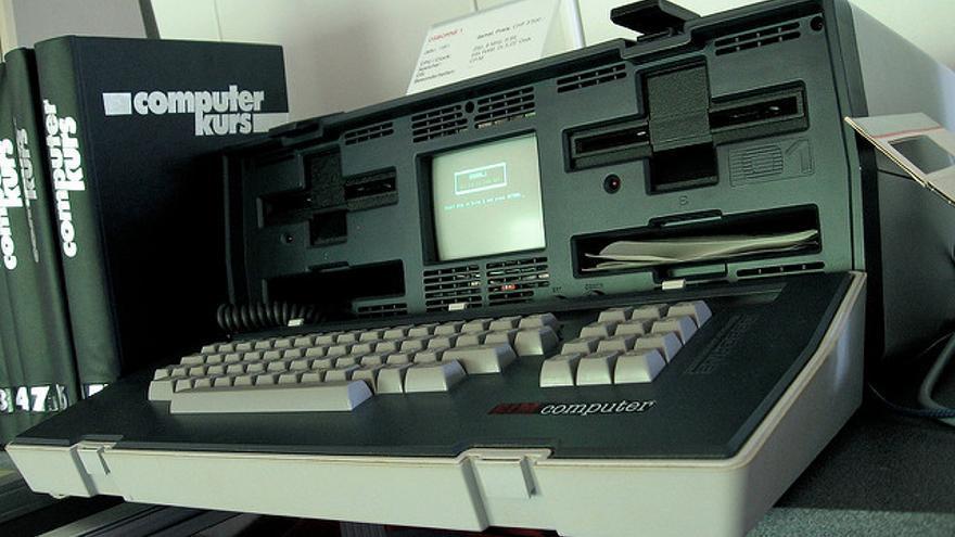 El Osborne 1, el primer portátil de éxito comercial, tenía un tamaño similar a una máquina de escribir