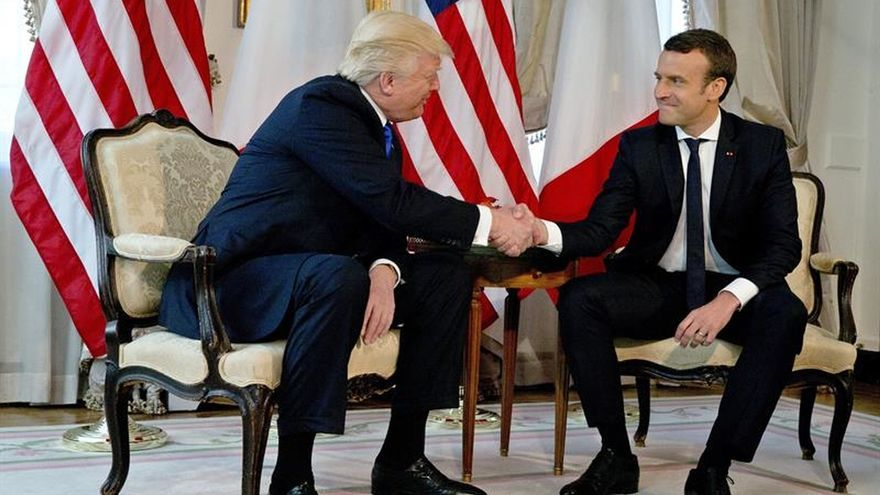 Macron sostuvo el apretón de manos de Trump para no mostrar debilidad