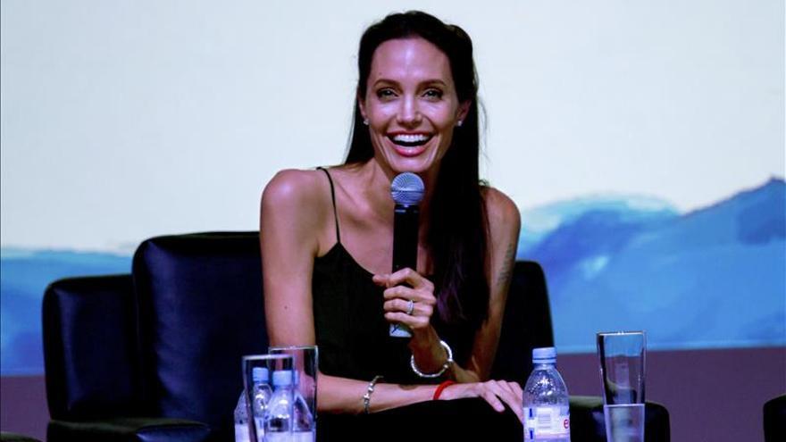 Angelina Jolie sirve de inspiración a los jóvenes cineastas camboyanos