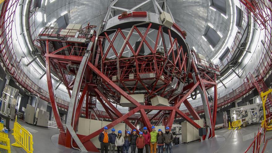 Los agentes de viaje en la cúpula del Grantecan.