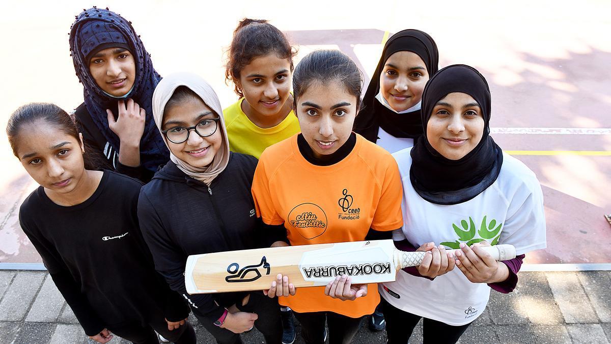 Las integrantes del primer y único equipo de críquet femenino de Catalunya
