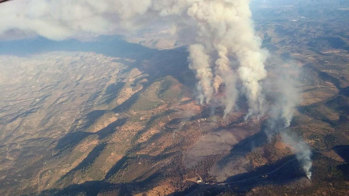 Imagen aérea del incendio en El Calatraveño