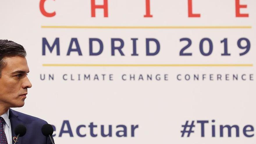 """El presidente del Gobierno de España, Pedro Sánchez durante la rueda de prensa con el secretario general de la ONU, AntonioGuterres, en la 25 Conferencia de las Partes del Convenio Marco de Naciones Unidas sobre Cambio Climático (COP) que arranca este lunes en Madrid bajo el lema """"Tiempo de actuar""""."""