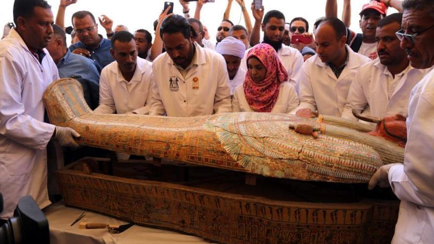Egipto presenta un grupo de 30 sarcófagos con más de 3.000 años en Luxor