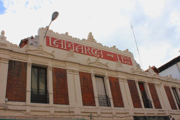 Cartel del edificio de Lamarca Hermanos | Fotografía: SOMOSCHUECA