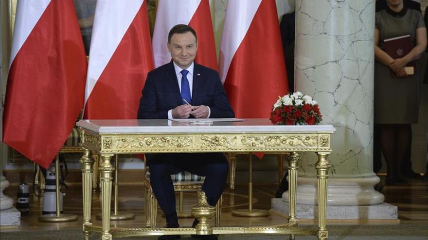 El presidente polaco se enfrenta al TC y ratifica a un nuevo magistrado