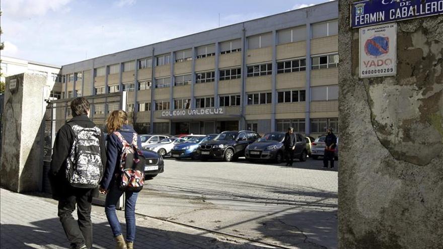 Entrada al colegio Valdeluz Agustinos del distrito Fuencarral-El Pardo de Madrid. / Efe