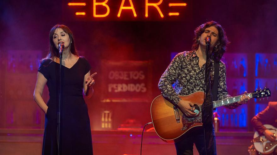 Luz Casal se convirtió en 'La reina del barrio' junto a Rulo. | EL REY LAGARTÓN