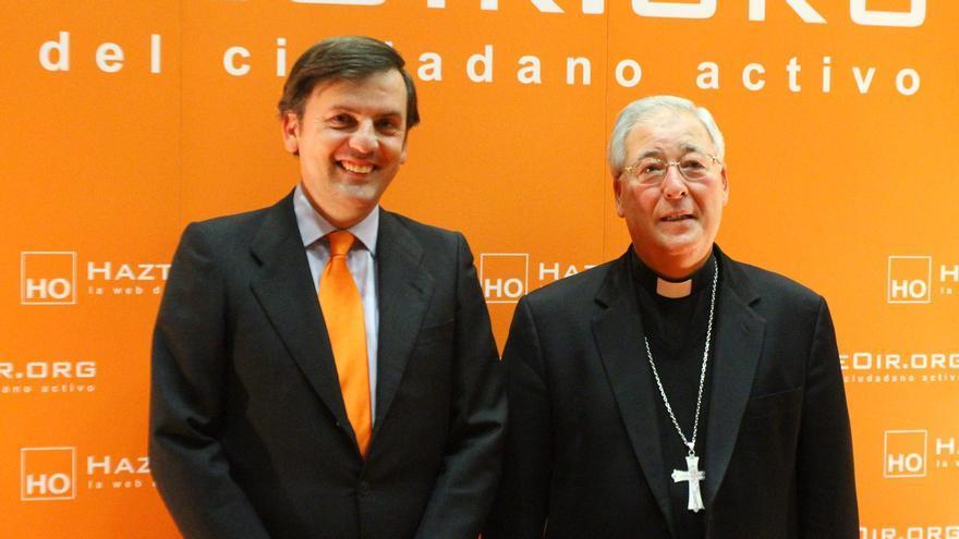 El obispo Reig Plá, con Ignacio Arsuaga, en una entrega de premios HazteOir