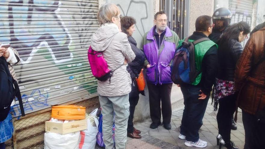 El cordón policial impide acceder a Ofelia Nieto a vecinos y activistas / Andrés Gil