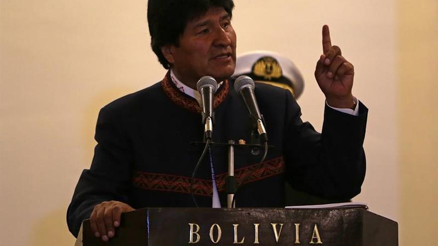 """Evo Morales lamenta sanciones de EE.UU. a Venezuela y llama """"loco"""" a Almagro"""