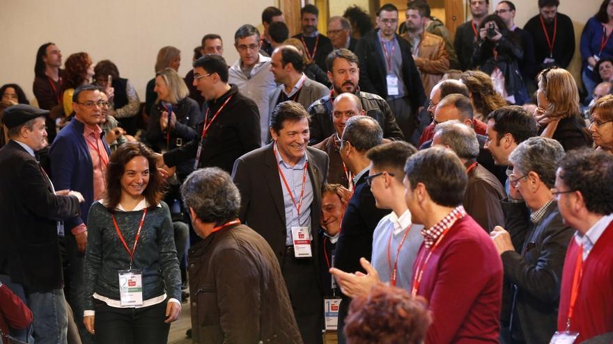 """Javier Fernández dice que los socialistas llevan """"identidad y patria en la cabeza y el corazón, no en la entrepierna"""""""