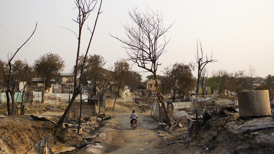 Barrio musulmán arrasado por una oleada de violencia islamófoba a finales del pasado mes de marzo. Meiktila (Birmania). 6 de abril de 2013. © Carlos Sardiña Galache.