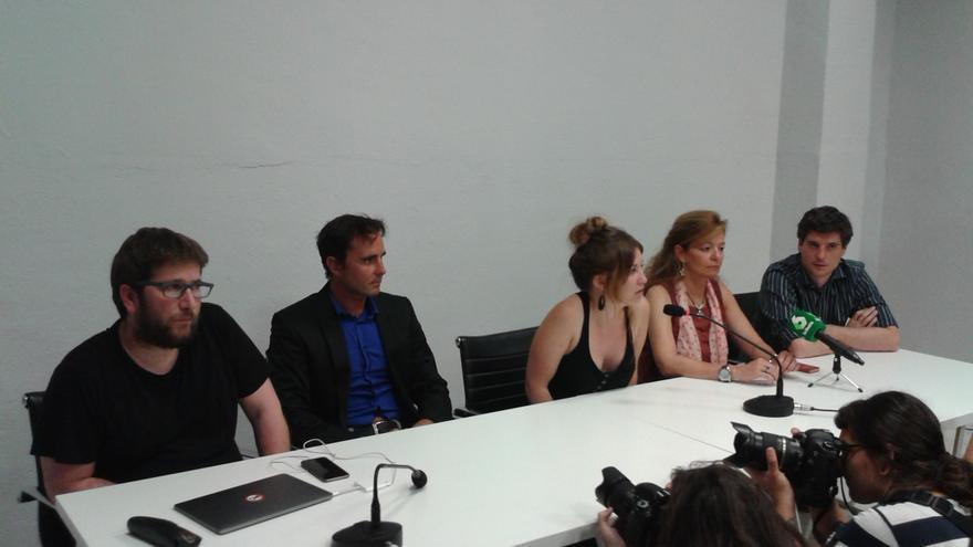 Miguel Urbán, Hervé Falciani, Paula Ortega, Ana Garrido y Miguel Ongil este sábado en la Oficina Europarlamentaria de Podemos
