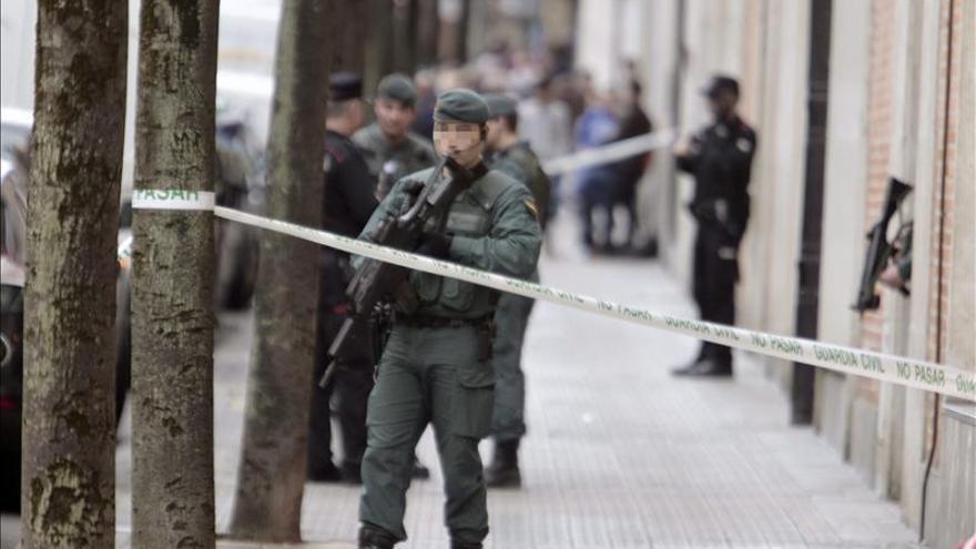 La Guardia Civil detiene al menos a una persona en Bilbao