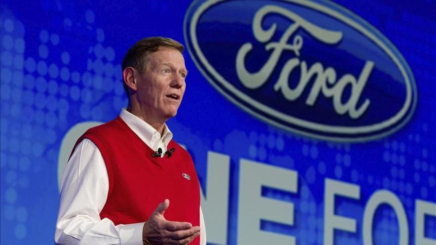Acciones de Ford suben con noticia de que Alan Mulally no se irá a Microsoft