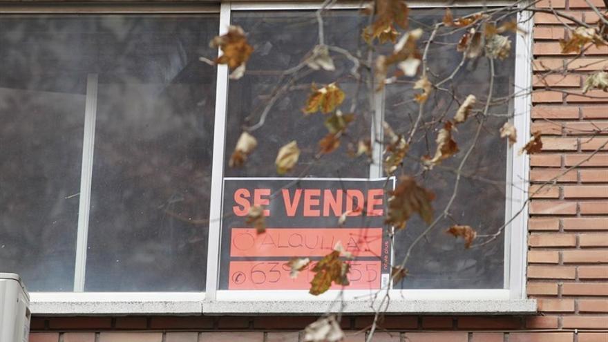 Cartel de 'Se Vende' en una vivienda (Europa Press)