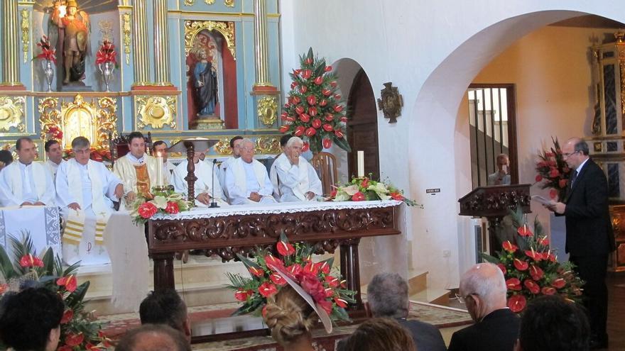 Lectura del discurso a San Miguel en la parroquia de Tazacorte.