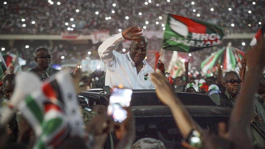 El presidente de Ghana pierde las elecciones y reconoce victoria de oposición