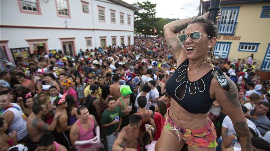 Canciones y disfraces se toman las calles de una histórica ciudad brasileña