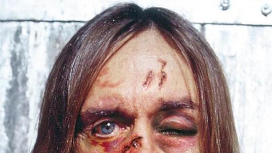 """Iggy Pop: """"El futuro del rock 'n' roll es Justin Bieber"""". De la campaña de Amnistía Internacional 'Tortura a un hombre y te dirá cualquier cosa'."""