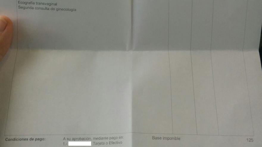 Factura emitida a Adrielli en una clínica privada de Madrid